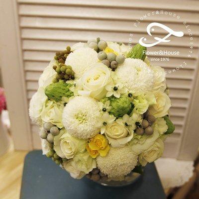 F47。白黃綠色系捧花。拍照捧花。結婚捧花。客製新娘捧花。台北自取【Flower&House花藝之家】