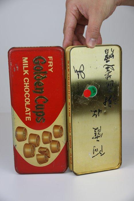 1019-回饋社會-特價品-是老件(巧克力)空鐵盒-老鐵盒-收藏品(郵寄免運費~建議預約自取確認)