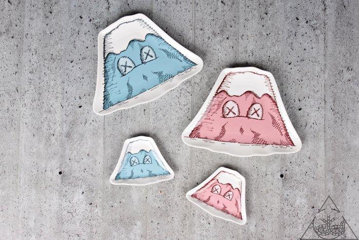 【HYDRA】Kaws Holiday Mount Fuji Ceramic Plate 富士山 盤子【KAWS04】