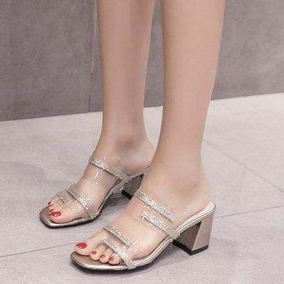 現貨 歐美方頭透明閃亮片金色銀新款色一字型粗跟中跟涼拖鞋新 正韓版銀魚口高跟涼拖鞋34-39碼女鞋SO-230