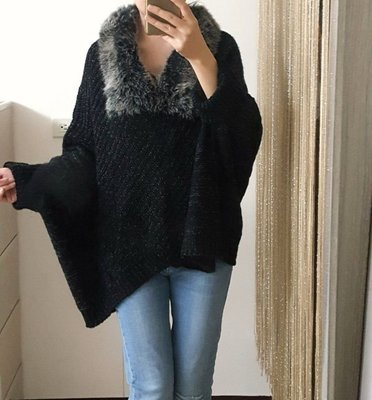 黑灰色毛領斗蓬毛衣