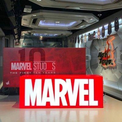 全新 Hot Toys PLIG001N 漫威影業10周年 Marvel Logo Light Box 燈箱