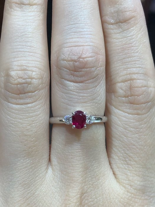 62分天然紅寶石鑽石鉑金戒指,厚金搭配經典戒台款式,超值優惠現金出清價18800,只有一個要買要快,寶石鮮豔漂亮,鑽石白亮