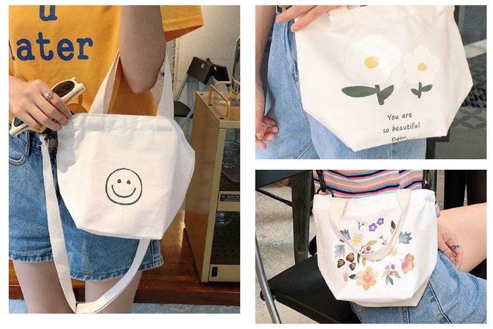 【現貨】 ins 超可愛~~~微笑 笑臉 花花 帆布包 肩背包 手提包 手拿包 便當袋 出門購物超方便!2way