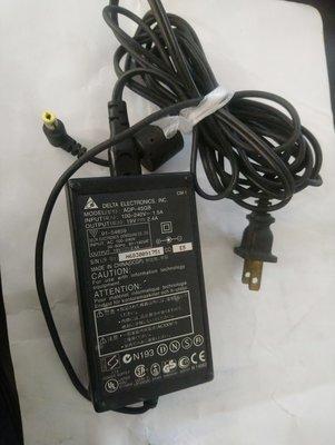 台達電Delta ADP-45GB/input 100-240V, output 19V-2.4A可能是NB筆電用變壓器