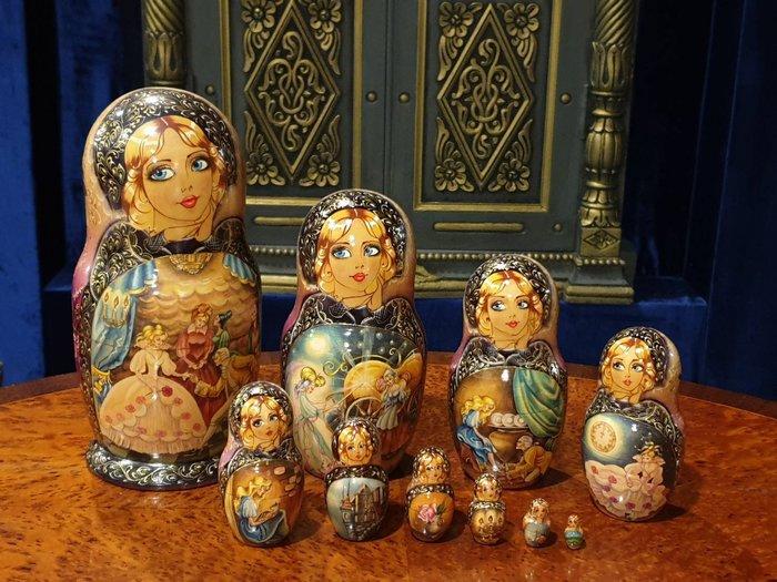 ⚜️ 皇家之門 . 歐洲古董 ⚜️獨一無二 ! 高水準 藝術家 全手繪 灰姑娘 俄羅斯娃娃  許願娃娃 十件組 ✬