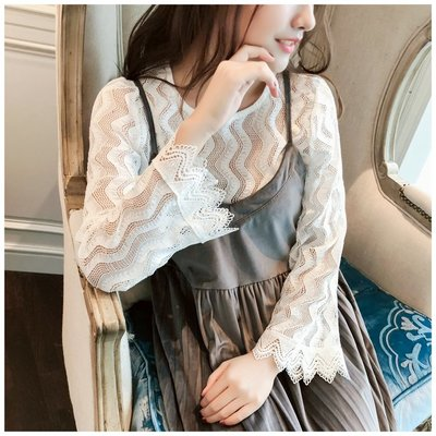蕾絲衫 潮流蕾絲衫女秋冬新韓版修身顯瘦百搭白色打底小衫圓領喇叭袖上衣