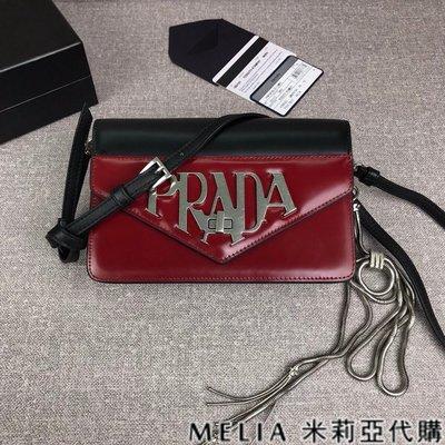 Melia 米莉亞代購 19ss PRADA 手提 斜背 單肩 手拿包 多功能 一見就鍾情 時尚LOGO指標 黑色配酒紅