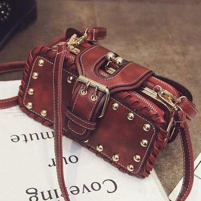新款潮流時尚韓版百搭鉚釘單肩斜跨手提小方包夾口多層女包包