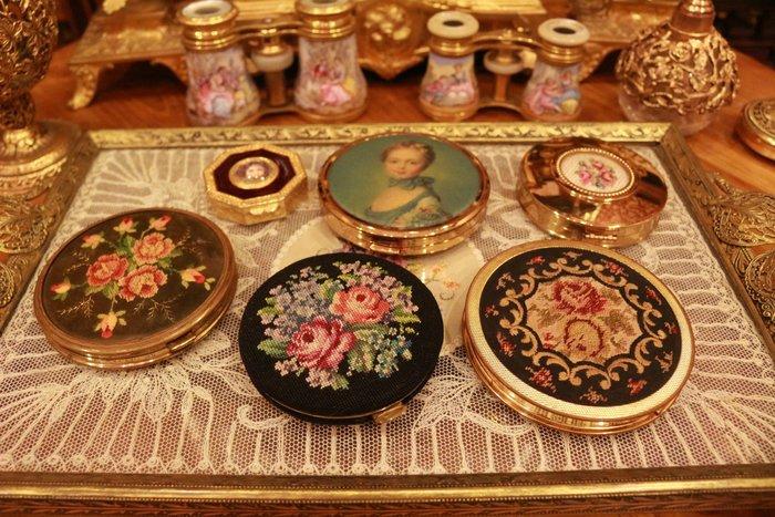 【家與收藏】特價稀有珍藏歐洲古董英國古典優雅精緻刺繡仕女梳妝粉盒(4)