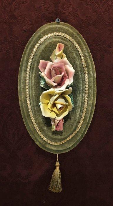 【卡卡頌  歐洲古董】1950s 法國老件 全手工 搖姿綻放 美麗 手工 玫瑰 瓷花 流蘇 掛飾 p1750 ✬