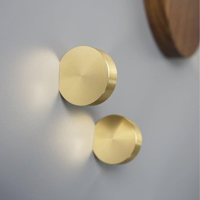 ART。DECO  北歐設計師款櫃子櫃門金色把手房間客廳牆面圓形衣帽掛勾創意時尚把手拉手掛勾螺絲造型掛勾壁掛 創意個性掛
