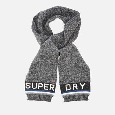 【Superdry】極度乾燥五折現貨,男款帥氣灰色LOGO圍巾,不輸Timberland、Stussy、保證正品