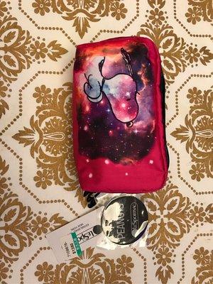 全新Lesportsac Snoopy聯名款小化妝包,購於台灣新光三越代理商台灣藍鐘貨,原價$1350分享價$950(含運)限時特惠結單價$800(含運)