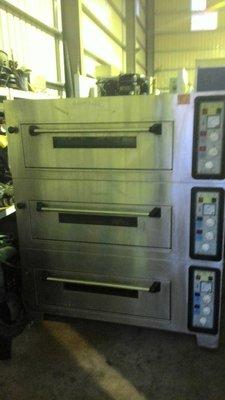 達慶餐飲設備 八里二手倉庫 二手設備 二手三層六盤烘焙烤箱