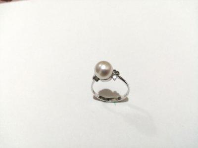 白k金戒指(日本養珠)本件鑲🈶️天然真鑽共4分/共2顆,疫情時期已無法打造.賣給有緣人.