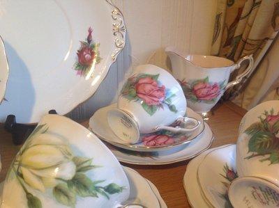【達那莊園】英國製骨瓷器 Royal Standard皇家標準 Harry Wheatcroft世界著名玫瑰5 茶杯盤組