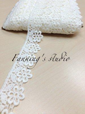 【芬妮卡Fanning服飾材料工坊】超可愛摟空小花刺繡蕾絲 高3cm 1碼入