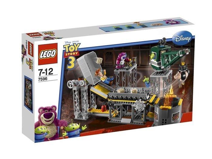 2010年絕版品【LEGO 樂高】全新正品 益智玩具 積木/ 玩具總動員 垃圾壓縮機大逃亡 胡迪 熊抱哥 三眼怪7596