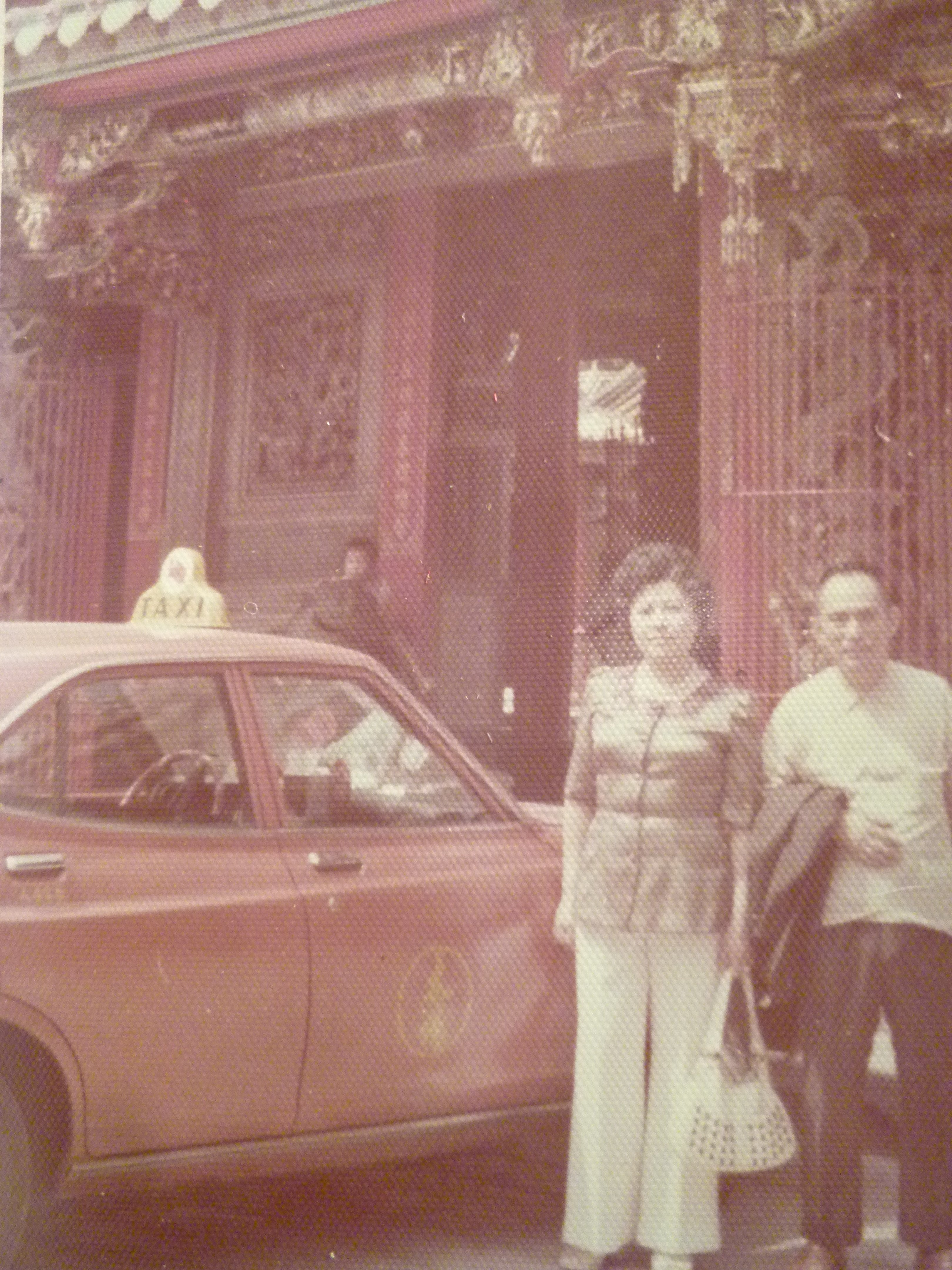 181119~疑似是北港朝天宮~計程車~相關特殊(一律免運費---只有一張)老照片