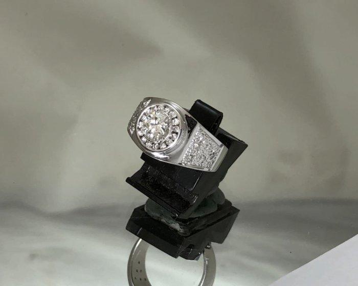 順利當舖  0.55ct 特殊設計造型男女通用鑽戒