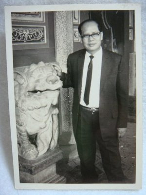 【早期老照片】民國56年代 廟口石獅 6.5cm x 9.3cm