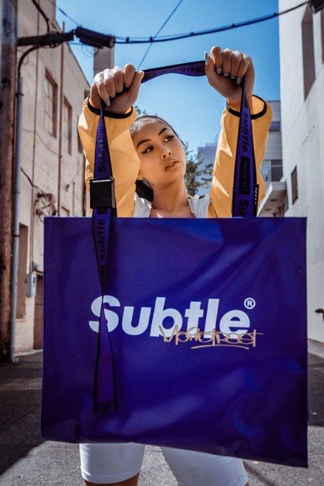潮牌Subtle MainStreet系列 FEVER Large Tote托特包 (防水拉鍊)容量超大 飄飄帶 限量紫