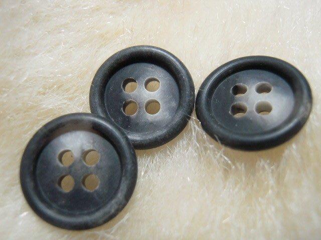 ※布箱子※ 縫紉拼布手作配件~扣子.鈕扣.釦子(DT686)~四孔~15mm~剩21個