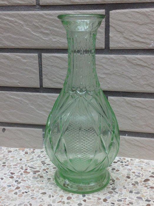 【黑狗兄】早期雕花玻璃花瓶---A