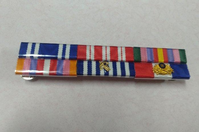 軍便服勳章,獎表,軍長服 兩排六入