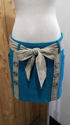 【瑕疵新品】Actress專櫃品牌 藍色飾排釦綁帶造型棉毛短裙
