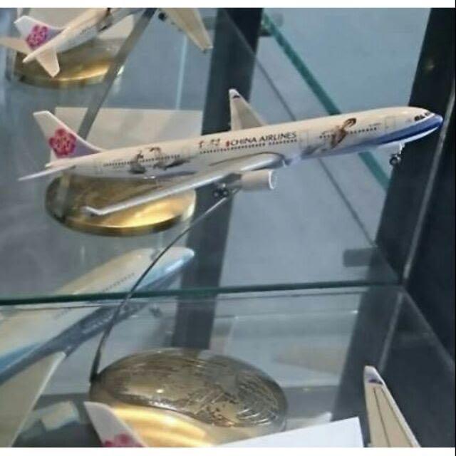 中華航空1:500雲門舞集彩繪模型機A330-300