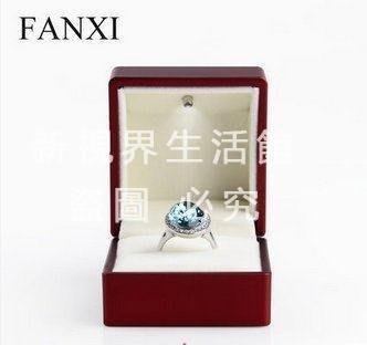 【新視界生活館】高檔LED結婚戒指盒子紅色求婚首飾盒USB充電H0273902{XSJ318421484}
