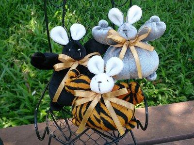 個性小兔娃娃布偶 : 兔子 娃娃 絨毛 個性 彩色 裝飾 收藏 布偶 家飾