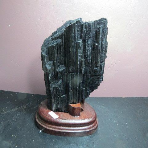 【競標網】漂亮天然巴西條狀黑碧璽原礦1330克(贈座)(網路特價品、原價3900元)限量一件