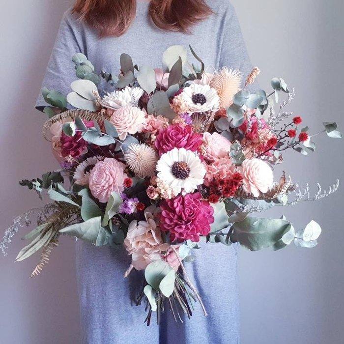 《Roof Garden Workshop》【預購】紅粉大尺寸歐式捧花/乾燥捧花/外拍捧花/新娘捧花/紅粉捧花