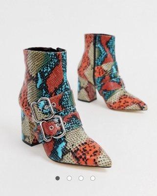 ~克莉絲丁時尚衣櫥~Miss Selfridge 彩色蟒蛇紋扣環尖頭粗跟短靴/踝靴