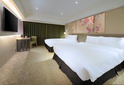 台中 愛麗絲國際大飯店 漫步經典四人房住宿,含4客早餐。(假日&連假+550) 面交於七張站!!