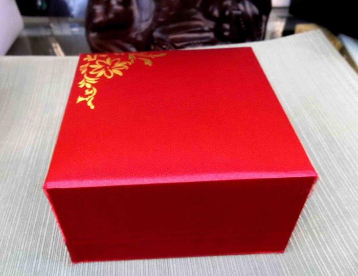 MIT高貴典雅~高級大紅絲絹描金花黑絲絨玉鐲盒9*9*4公分珠寶盒把件盒手鐲盒首飾盒~1打免運