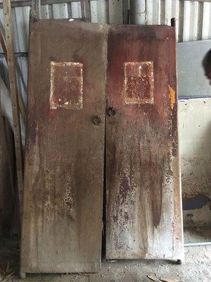 紫色小館---正老件—-早期檜木大門板(高204公分.寬64公分.厚3公分)
