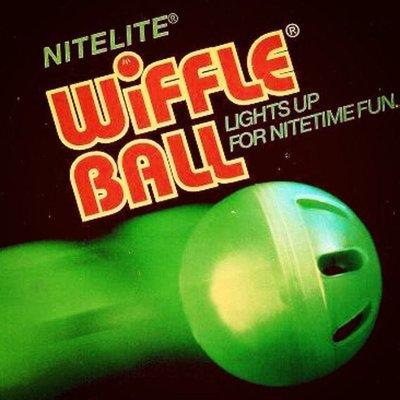 *超威運動 美國原廠* Wiffle 威浮球 透明 夜光版,$75 新竹市