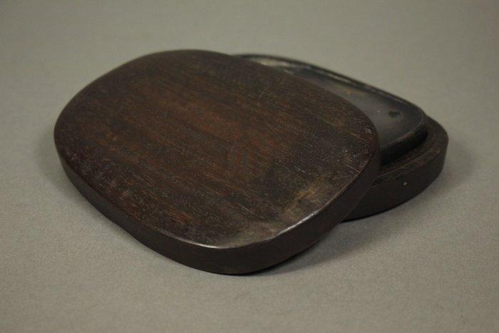 悅年堂 --- 清代 樹果枝葉紋 端硯 帶木盒