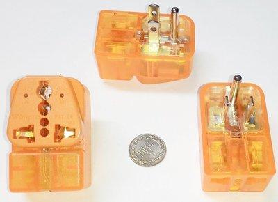 8#5台灣220V冷氣萬用1變2轉接頭,11平行,10A,1分2轉換插座,電壓指示燈,異常電突波吸收防雷,適220V家電