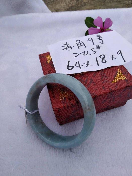 天然海藍寶手鐲~窄版~《海角9號〉~大手圍20.5號,內徑64mm寬18厚9mm~純天然海水藍寶石手環,有黑碧璽、黑雲母、氧化鐵等共生礦物!~{熊寶貝珠寶}~