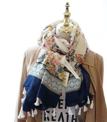 日本秋冬新款 超美圍巾 米白碎花 圖案圍巾 圍巾 超級百搭 日本圍巾 百搭 情侶圍巾披肩