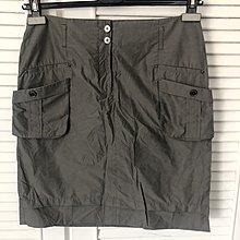 原價$18950【Aquascutum of London】雅格獅丹 微光澤銀灰色金屬釦及膝裙