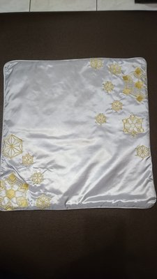 SWAROVSKI 灰色刺繡水鑽抱枕(g)