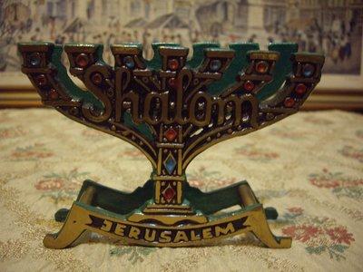 歐洲古物時尚雜貨 金燈台造型  金銅色雕刻Shalom Jerusalem  金屬器皿 擺飾台 古董收藏品