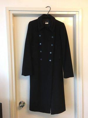 從法國購買Agnes B 長袖毛絨大褸、一碼等於36碼。褸長40 吋。雙袋前面。優質毛絨大褸氣溫10度以下也可以穿