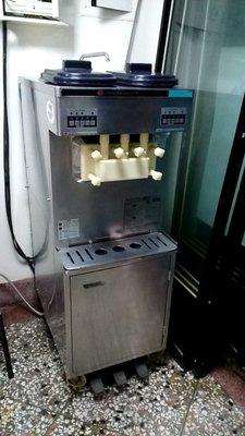 日世霜淇淋機